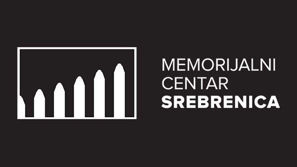 """<p>""""Zločin genocida u Srebrenici je završna tačka genocidne operacije, """"etničkog čišćenja"""" i pokolja bošnjačkog stanovništva na području istočne Bosne koja je trajala od marta 1992. do jula 1995. godine. Njoj je prethodio nekoliko godina žestoke kampanje dehumanizacije Bošnjaka od strane tada vodećih medija sa sjedištem u Beogradu, političkih govora i skupova na kojima se platforma za poruke davala onima koji nisu zazirali od poziva na ubijanje i 'istorijske osvete'. Naša dužnost je, da u ovom kritičnom momentu nestabilnosti, upozorimo i damo svoj doprinos prevenciji jačanja nasilja i netrpeljivosti prema bošnjačkom stanovništvu u Crnoj Gori"""", poručuju iz Memorijalnog centra Srebrenica.</p> <p>Iz Memorijalnog centra Srebrenica su naglasili da su o praksama ranijih prijetnji o 'ponavljanju Srebrenice' u Novom Pazaru i Sjenici upozoravali u Izvještaju o negiranju genocida za 2020. godinu.</p> <p>""""Poruke 'Turci selite se' i 'Polećela crna ptica, Pljevlja biće Srebrenica' opasna je poruka pojedinaca i političkih grupa, koje smatraju da su nakon izbora dobili odriješene ruke za napade na manjinske skupine u svojoj zajednici. S pažnjom ćemo pratiti događaje u Crnoj Gori, imajući u vidu našu dužnost koju imamo kao institucija na polju prevencije genocida i prenošenju naučenih ili nenaučenih lekcija iz Srebrenice u svijet"""", zaključuju iz Memorijalnog centra Srebrenica.</p>"""